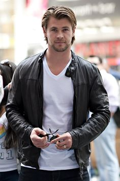 Chris Hemsworth - it's not even normal