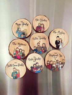 gifts cartoon Family Magnet, Housewarming G - gifts Wood Slice Crafts, Wood Burning Crafts, Wood Burning Art, Family Painting, Painting On Wood, Rock Painting, Wood Paintings, Wood Gifts, Diy Gifts