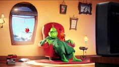 BEGIN SLIDESHOW The Grinch TV spot offers first look at Illumination's new version Universal Pictures and Illumination Entertainment h. Film Le Grinch, O Grinch, The Grinch Movie, Grinch Stole Christmas, Xmas, Benedict Cumberbatch, Watch The Grinch, Moldes Halloween, Film Vf