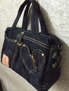 Bag of old jeans tutorial. Denim Handbags, Denim Tote Bags, Denim Purse, Quilted Handbags, Diy Jeans, Denim Bag Patterns, Blue Jean Purses, Denim Crafts, Recycled Denim