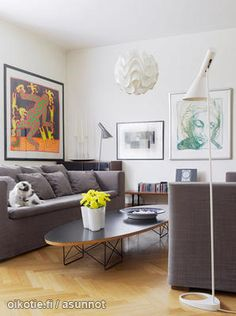 Scandinavian homes: living room with classic lamps Puolsen and Le Klint