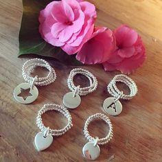 Bagues perles et médailles, en vente à L'Atelier d'Amaya