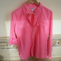 Bright peachy pink cotton linen tunic This 55% linen 45% cotton top will keep you sharp and comfortable as the weather warms up. Cover up at the beach or pair with white Capris for that oh so fresh look. The fabric is somewhat sheer so some may prefer to wear with a cami. Old Navy Tops Tunics