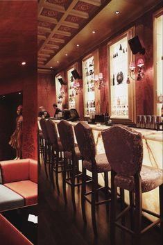 Bar interior design can give you the finest lighting inspiration. #modernchandeliersblog #lifestylebyluxxu #luxxumoderndesignliving #luxurydecoration #luxury #bar #designideas #bardesign #lighting #interiordesign Luxury Bar, Luxury Decor, Bar Interior Design, Modern Chandelier, Dining, Lighting, Table, Inspiration, Furniture