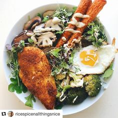 """720 Likes, 8 Comments - Primal Palate (@primalpalate) on Instagram: """"Here's a beautiful #whole30 bowl to start your day, from @ricespicenallthingsnice - featuring roast…"""""""