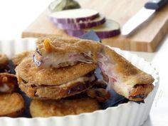 🍆CORDON BLEU DI MELANZANE🍆, le tentazioni non sono solo dolci e loro ne sono la prova: medaglioni di melanzane gustosi e dorati, buoni sia fritti che al forno, che nascondono un cuore filante. Sono un ottimo secondo piatto o uno sfizioso contorno, caratterizzati da una crosticina croccante e da un ripieno di prosciutto e formaggio, proprio come i cordon bleu di pollo😋. Fett, Bon Appetit, Sandwiches, Contouring, Oven, Paninis