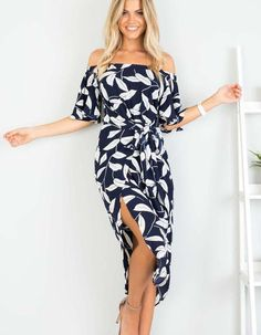 Work this seriously standout vacation dress this season. It is adorned with floral print, off shoulder and splited hem. We love it with high heels. Club Dresses, Summer Dresses, Work Dresses, Maxi Dresses, Vestidos Fashion, Fashion Outfits, Womens Fashion, Latest Fashion, Fashion Trends