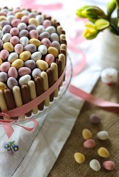 Chocolate Mini Egg Cake :: www.scarletscorch… – Cake ideas 🎂 Chocolate Mini Egg Cake :: www. Mini Desserts, Brownie Desserts, Oreo Dessert, Cupcakes, Cupcake Cakes, Mini Eggs Cake, Easter Egg Cake, Easter Ham, Easter Food