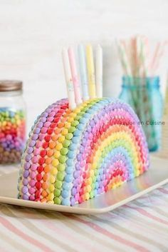 Un gâteau d'anniversaire haut en couleurs Smarties rainbow cake The post A colorful birthday cake appeared first on Maternity. Colorful Birthday Cake, Rainbow Birthday Party, Unicorn Birthday, Birthday Parties, Cake Birthday, Birthday Ideas, Birthday Decorations, Rainbow Cake Decorations, Birthday Cakes For Kids