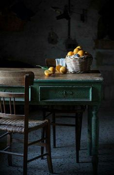 Still Life with Chair Caning . Still Life with Chair Caning . Pin En Home Sweet Home Dark Food Photography, Still Life Photography, Photography Tips, Still Life Photos, Dark Interiors, Jolie Photo, Wabi Sabi, Interior Design Kitchen, Food Styling