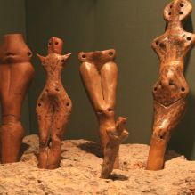(Cucuteni culture) Cucuteni culture is a Neolithic–Eneolithic archaeological culture which existed from approximately 4800 to 3000 BCE from the Carpathian Mountains to the Dniester and Dnieper regions in modern-day Romania, Moldova, and Ukraine. Ancient Symbols, Ancient Artifacts, Ancient History, Ancient Goddesses, Archaeological Discoveries, Ancient Civilizations, Native American Art, Archaeology, Les Oeuvres