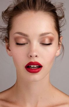 25 Ideas Vintage Wedding Makeup Red Lips 25 Ideen Vintage Hochzeit Make-up Red Lips Red Lips Makeup Look, Makeup For Brown Eyes, Makeup Looks, Make Up Tutorial Contouring, Basic Makeup Tutorial, Natural Eye Makeup, Natural Eyes, Bridal Makeup, Wedding Makeup