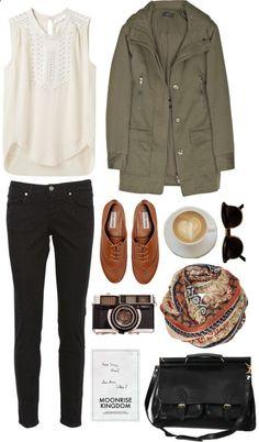 Je porterais marcher a la forêt. J'adore ce débarder blance et manteau vert. J'aime ces chaussures marron aussi.