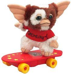 Peluche Gizmo en monopatín, 20 cms. Gremlins Peluche de 20 cms de Gizmo, personaje de la película Gremlins. Rand decide llevar a su hijo Billy un regalo de...