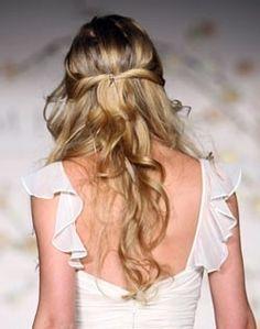 Half-up twisted hair – Dress Archive Simple Wedding Hairstyles, Chic Hairstyles, Pretty Hairstyles, Latest Hairstyles, Romantic Hairstyles, Hairstyles Haircuts, Wedding Hair And Makeup, Bridal Hair, Hair Makeup