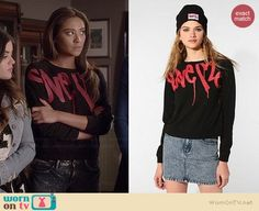 Emily's graffiti sweater on Pretty Little Liars.  Outfit Details: http://wornontv.net/36654/ #PLL