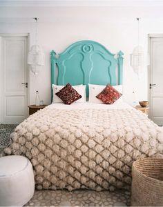 Bedroom Photos Moroccan Bedroom A bright blue headboard in a neutral bedroom Details: Beige-Blue Moroccan Bedroom Turquoise Headboard, Painted Headboard, Blue Headboard, Turquoise Bed, Headboard Decor, Decoration Bedroom, Decoration Design, Deco Design, Bedroom Photos