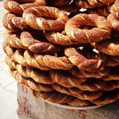 Simit - Turkish sesame bread rings === @pascaledg Instagram photos Istanbul, Turkey Destinations, Turkish Recipes, Ethnic Recipes, Republic Of Turkey, Turkish Style, Turkish Delight, Arabian Nights, Simple Pleasures
