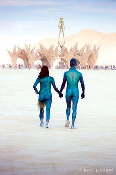 """Der Sommer zieht ins Land, überall werden Festivals durchgeführt.Vor ein paar Jahren sah ich eine Dokumentation über ein """"spezielles"""" Festival - dem """"Burning Man"""" in der Black Rock Desert in Nevada / USA. Acht Tage lang sieht man hier die verrücktesten Sachen und Menschen - ein Festival der Kunst und Selbstdarstellung.Auf einer meinen """"Surtripps"""" in…"""