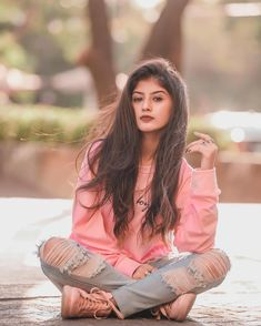 photo poses for girl in jeans top Best Photo Poses, Girl Photo Poses, Girl Photos, Cute Girl Poses, Cute Girl Photo, Stylish Girls Photos, Stylish Girl Pic, Stylish Photo Pose, Portrait Photography Poses
