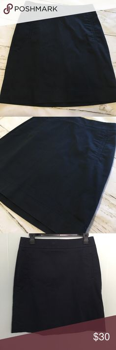 Banana Republic Size 6 Stretch Navy Skirt The perfect Skirt.  A must have staple piece!  Size 6 stretch.  Two little pockets.  Clasp and zipper are in perfect condition.  Skirt is lined and is so versatile. Navy color Banana Republic Skirts