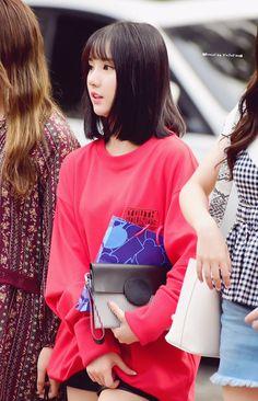 Eunha unnie In Red ❤ G Friend, Beauty Girls, Pin Up Art, K Idols, Kpop Girls, My Girl, Asian Girl, Short Hair Styles, Babe