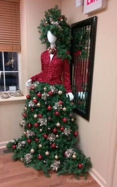DIY Mannequin Christmas Tree – 9 Dress Form Tutorials (Free) Call it a Dress Form Christmas Tree, or a Mannequin Christmas Tree. We call it ingenious! This is the most insanely original and clever idea weve seen in Read Mannequin Christmas Tree, Dress Form Christmas Tree, Christmas Tree Themes, Noel Christmas, Green Christmas, Xmas Tree, Christmas Tree Decorations, Vintage Christmas, Christmas Wreaths