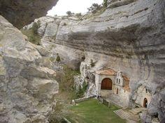 Ojo Guareña - Burgos - Este complejo es uno de los mayores de Europa, con más de 100km de galerías subterráneas, siendo un importante yacimiento arqueológico con registros del Paleolítico Medio.