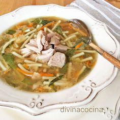 Para hacer esta sopa de pollo y verduras puedes usar también gallina o pavo, en pechuga o cuartos traseros a tu gusto. Regula los tiempos de cocción según la carne que elijas.