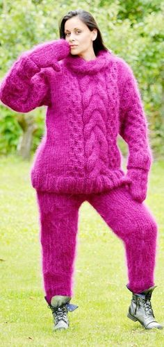 Knitted by Extravagantza Thick Sweaters, Girls Sweaters, Sweaters For Women, Fluffy Sweater, Angora Sweater, Turtleneck Outfit, Sweater Outfits, Gros Pull Mohair, Extreme Knitting