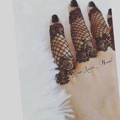 No photo description available. Modern Henna Designs, Rose Mehndi Designs, Latest Arabic Mehndi Designs, Finger Henna Designs, Legs Mehndi Design, Henna Art Designs, Mehndi Designs For Girls, Stylish Mehndi Designs, Mehndi Design Photos