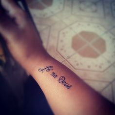 """It means """"faith in God"""" in kriolu, a language spoken in the tropical island of Cape Verde"""