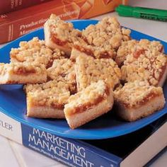 ***** Apricot Squares Recipe -I remember my mom making these fruity bars for PTA meetings when I was in elementary school more than 40 years ago. Now I serve these bars for a variety of functions. Apricot Squares Recipe, Lemon Squares, Granny Squares, Fun Desserts, Dessert Recipes, Bar Recipes, Vegan Desserts, Apricot Bars, How To Make Brownies