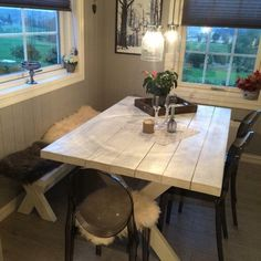 Bilder Dining Table, Rustic, Furniture, Home Decor, Photo Illustration, Country Primitive, Dining Room Table, Decoration Home, Rustic Feel