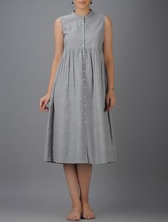 Grey Button-down Cotton Dress with Gathers by The Wooden Closet. Grey Button-down Cotton Dress with Gathers by The Wooden Closet. Linen Dresses, Modest Dresses, Simple Dresses, Cotton Dresses, Casual Dresses, Maternity Dresses Summer, Frock Fashion, Fashion Dresses, Dresses For Pregnant Women