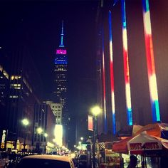 EZBZ loves #NYC ♥️! Check out this great view at Madison Square Garden #manhattan #saturdayshenanigans #photography #redwhiteblue #USA