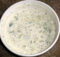 Cucina libanese: laban b'khiar (insalata di cetrioli allo yogurt) Lebanese Recipes, Cheeseburger Chowder, Yogurt, Oatmeal, Healthy Living, Soup, Cooking, Breakfast, The Oatmeal