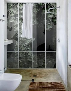 Un mur esprit végétal dans la salle de bains