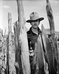 MY DARLING CLEMENTINE (1946) - Henry Fonda as lawman 'Wyatt Earp' at the OK Corral - Directed by John Ford - 20th Century-Fox - Publicity Still.