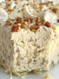 Pecan Cream Pie Pecan Pie Recipe Pecan pie just like the original but in a creamy light and fluffy pecan cream pie Pie crust filled with a thick creamy pecan mixture T. Cream Pie Recipes, Pecan Recipes, Cake Recipes, Creamy Pecan Pie Recipe, Easy Pie Recipes, Whipped Cream Pie Recipe, Pecan Pie Crust Recipe, Healthy Recipes, Recipes With Whipping Cream