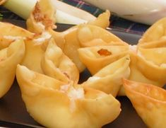 Baked Crab Rangoon... 1/8 tsp garlic salt, 1/8 tsp Worcestershire sauce, 14 won ton wrappers, 1 small green onion, 4 oz imitation crab, 3 oz cream cheese... Bake at 425 °F for 8-10 minutes or until golden brown.