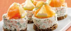 Philadelphia – Rezepten – Salmon tarts with Philadelphia – Typical Miracle I Love Food, Good Food, Yummy Food, Tasty, Philadelphia Recipes, Snack Recipes, Cooking Recipes, Salty Foods, Danish Food