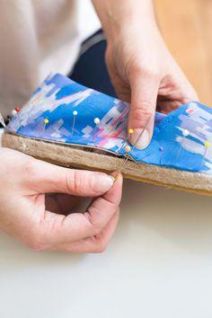 Paso a paso con fotos. DIY Cómo hacer unas alpargatas de tela. ADA SPRAGG | DIY Espadrilles
