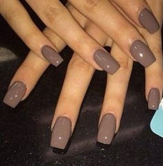 The advantage of the gel is that it allows you to enjoy your French manicure for a long time. There are four different ways to make a French manicure on gel nails. Gorgeous Nails, Pretty Nails, Fun Nails, Stelleto Nails, Hair And Nails, Shellac Nail Colors, Fall Nail Colors, Nail Nail, Shellac Nails Fall