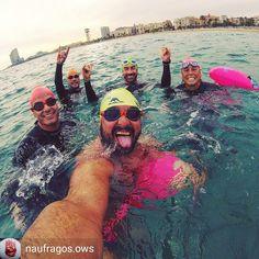 from Naufragos.ows @naufragos.ows . . . . Empezando el finde donde nos gusta a nosotros en el mar!! #newwaveswimbuoy #NWSB #tfswimmers #tfswim #openwater #openwaterswimming #openwaterswim #swimmer #nadar #mar #sea #nadarconamigos