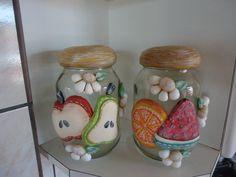 .potes de frutas modeladas