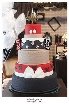 Vintage Mickey and Minnie Mouse Party via Kara's Party Ideas | Kara'sPartyIdeas.com #vintage #mickey #and #minnie #mouse #party (43)