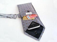 Le meilleur moyen de ne pas se faire cravater son téléphone : le recyclage de cravate bien sûr !