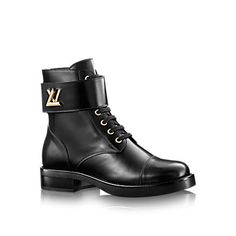 Discover Louis Vuitton Wonderland Ranger: This on-trend ranger boot in plain calf leather is accessorized with an LV Twist buckle inspired by Louis Vuitton leather goods. Lv Boots, Leather Boots, Bootie Boots, Shoe Boots, Ankle Boots, Calf Leather, Black Leather, Designer Dress Shoes, Mens Designer Shoes