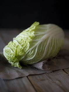 Chinese cabbage. Styling: Hege Jørgensen. Photo: Thor Brødreskift. Fruit Sandwich, Seafood Soup, Chinese Cabbage, Aesthetic Desktop Wallpaper, Cabbage Soup, Kimchi, Food Styling, Food Art, Thor